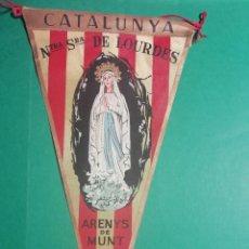 Banderines de colección: BANDERIN ESTAMPADO EN TELA ANTIGUO DE NTRA. SRA. DE LOURDES DE ARENYS DE MUNT. Lote 222485633