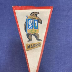 Banderines de colección: BANDERIN MADRID ESCUDO OSO. Lote 223709102