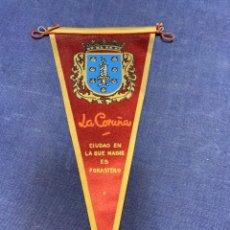 Banderines de colección: BANDERIN LA CORUÑA CIUDAD EN LA QUE NADIE ES FORASTERO. Lote 223710887