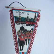 Banderines de colección: ANTIGUO BANDERIN LONDRES, CHANGING OF THE GUARD, TAMAÑO GRANDE, AÑOS 60-70. Lote 224178558