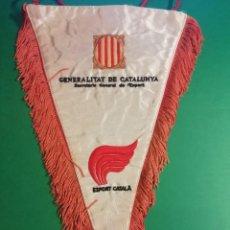 Banderines de colección: GENERALITAT DE CATALUNYA ESPORT CATALÀ GRAN BANDERIN DE TEJIDO SEDOSO CON FLECOS. Lote 227588116