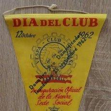 Banderines de colección: BANDERIN DIA DEL CLUB 12 DE OCTUBRE 1962 VESPA CLUB ESPAÑA DONATIVO PRO DAMNIFICADOS INUNDACION. Lote 231836570