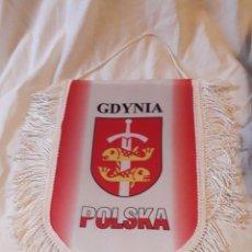 Banderines de colección: BELLO GRAN BANDERÍN GDYNIA POLSKA COLEGIO JESUITA. Lote 235592230