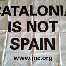 Banderines de colección: BANDERA PANCARTA DE PLÁSTICO CATALONIA IS NOT SPAIN JNC. Lote 238266530