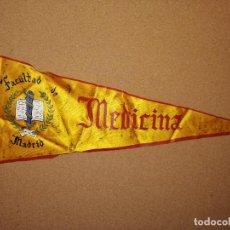 Banderines de colección: BANDERÍN TELA PLASTIFICADA. FACULTAD DE MADRID MEDICINA. 43CM DE LARGO. TIENE UNA DEDICATORIA.. Lote 241179500