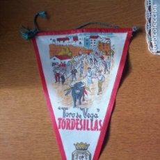 Bandierine di collezione: ANTIGUO BANDERÍN TORDESILLAS TORO DE LA VEGA. Lote 241731530