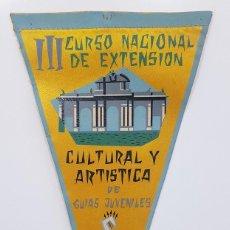 Banderines de colección: BANDERIN CURSO NACIONAL GUIAS JUVENILES 1958 CULTURAL (FALANGE FRENTE JUVENTUDES) 14,5 X 28 CM RARO. Lote 249044760