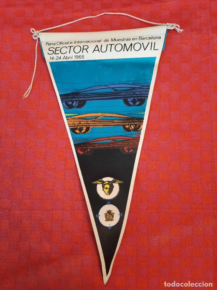 BANDERIN ANTIGUO SECTOR AUTOMOVIL FERIA INTERNACIONAL DE MUESTRAS DE BARCELONA ABRIL 1966 (Coleccionismo - Banderines)