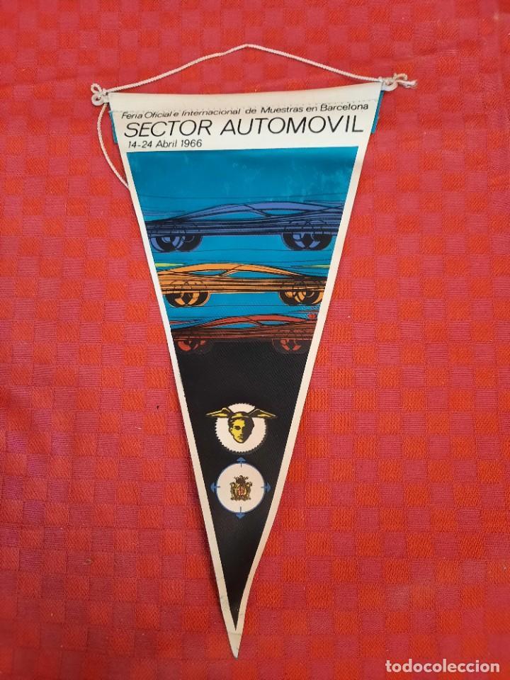 Banderines de colección: BANDERIN ANTIGUO SECTOR AUTOMOVIL Feria internacional de muestras de Barcelona Abril 1966 - Foto 3 - 253427790