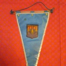 Banderines de colección: BANDERIN ANTIGUO PENISCOLA BORDADO CON SU ENVOLTORIO DE PLASTICO. Lote 253810260