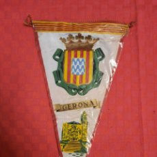 Banderines de colección: BANDERIN ANTIGUO GERONA CON SU ENVOLTORIO DE PLASTICO. Lote 253812035