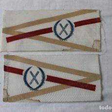 Banderines de colección: DOS BANDERINES CRUZ DE SAN ANDRES ENTRE LAURELES AÑOS 70. Lote 257763660