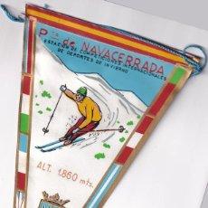 Banderines de colección: ANTIGUO BANDERÍN PUERTO DE NAVACERRADA. ESTACIÓN DE COMPETICIONES INTERNACIONALES DE DEPORTES. Lote 259863245