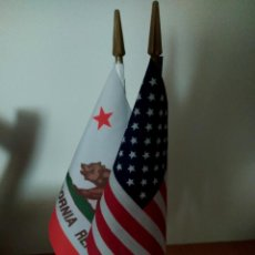 Banderines de colección: BANDERITAS CON PEANA, DE ESTADOS UNIDOS (USA) Y DEL ESTADO DE LA REPÚBLICA DE CALIFORNIA. Lote 265164934