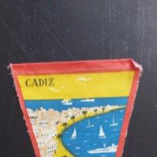 Banderines de colección: ANTIGUO BANDERIN DE CADIZ MUY BONITO DE LA CIUDAD CON LA BAHÍA - AÑOS 60 - 27 CM - LE FALTA LA CUERD. Lote 287835208