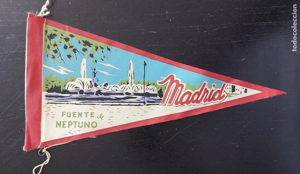 ANTIGUO BANDERIN DE MADRID FUENTE DE NEPTUNO - AÑOS 60 - MUY RARO Y DIFICIL - 27 CM - EN BUEN ESTADO (Coleccionismo - Banderines)