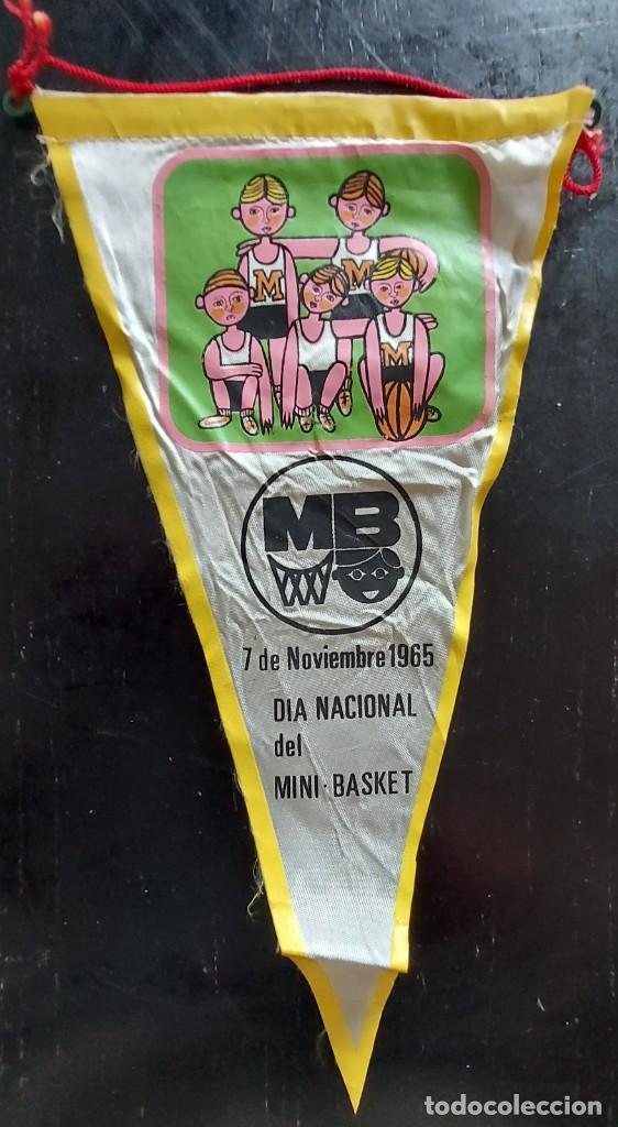 ANTIGUO BANDERIN DE MB DIA NACIONAL DEL MINI BASKET - 1965 - 27 CM - (Coleccionismo - Banderines)