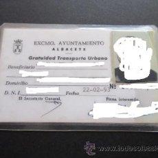 Coleccionismo Billetes de transporte: TARJETA ACREDITACION TRANSPORTE URBANO GRATUITO AYUNTAMIENDO DE ALBACETE AÑO 1993. Lote 50125146