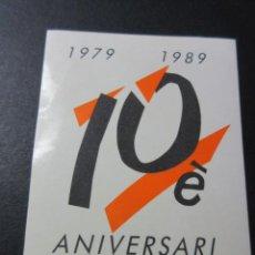 Coleccionismo Billetes de transporte: FERROCARRILES GENERALITAT ADHESIVO CONMEMORATICO 10º ANIVERSARIO 1979 - 1989 . Lote 58265572