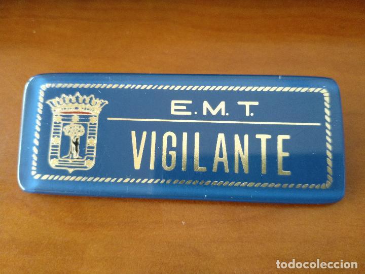 PRECIOSA PLACA VIGILANTE DE LA EMT DE MADRID - TRANVIA RENFE FERROCARRIL AUTOBUS METRO (Coleccionismo - Billetes de Transporte)