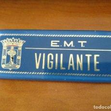 Coleccionismo Billetes de transporte: PRECIOSA PLACA VIGILANTE DE LA EMT DE MADRID - TRANVIA RENFE FERROCARRIL AUTOBUS METRO. Lote 147171254