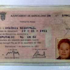 Coleccionismo Billetes de transporte: TARJETA ROSA DE TRANSPORTE PUBLICO,A FAVOR DE PERSONA NACIDA 1911 (EXP. 09/81) DESCRIPCIÓN. Lote 186401147