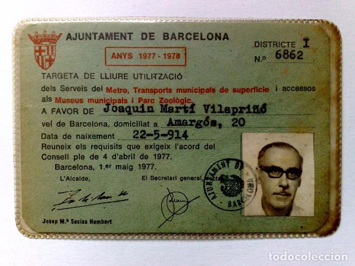 TARJETA DE LIBRE CIRCULACIÓN DE TRANSPORTE PUBLICO DE PERSONA NACIDO 1914 (EXP. 04/77) DESCRIPCIÓN (Coleccionismo - Billetes de Transporte)