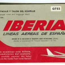 Coleccionismo Billetes de transporte: IBERIA BILLETE DE AVION DE ABRIL DE 1970 PRESENTADO EN CARPETA+LISTADO DE PRECIOS DE BEBIDAS Y MAS... Lote 194172856