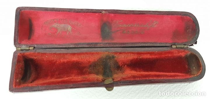 Boquillas de colección: BOQUILLA PARA FUMADORES. RESINA SIMIL AMBAR. REMATES DE PLATA. CIRCA 1940. - Foto 10 - 129967591