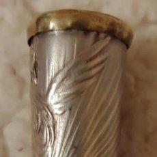 Boquillas de colección: SIGLO XIX BOQUILLA COLOR MIEL METAL CHAPADO EN PLATA CINCELADO A MANO ESPAÑA. Lote 154861802