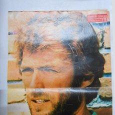 Coleccionismo de carteles: CARTEL POSTER DE LA REVISTA SEMANA. CLINT EASTWOOD. EL COW BOY DE MODA EN 1972. TDKP2. Lote 48609062