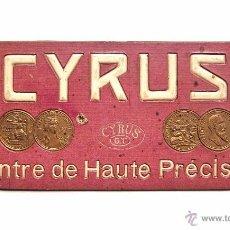 Coleccionismo de carteles: CARTEL TROQUELADO PUBLICIDAD DE RELOJES DE ALTA PRECISION CYRUS AÑOS 50. Lote 50124501