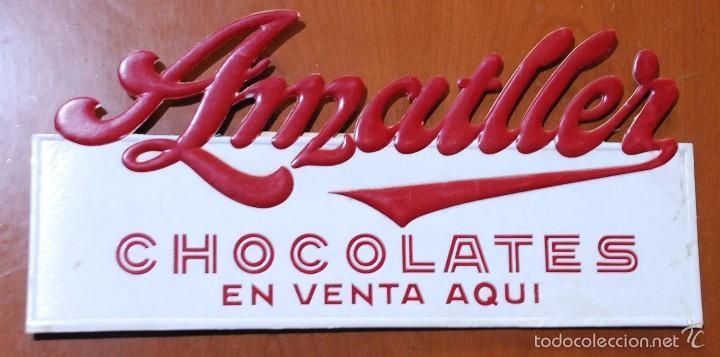 CARTEL CARTON TROQUELADO PUBLICIDAD CHOCOLATES AMATLLER. BARCELONA. (Coleccionismo - Carteles Pequeño Formato)