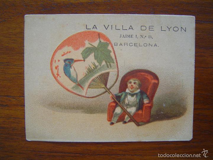 TARJETA DE ALMACENES DE LA VILLA DE LYON - NOVEDADES - JAIME I, 14 - BARCELONA - LITOGRAFIADO (Coleccionismo - Carteles Pequeño Formato)