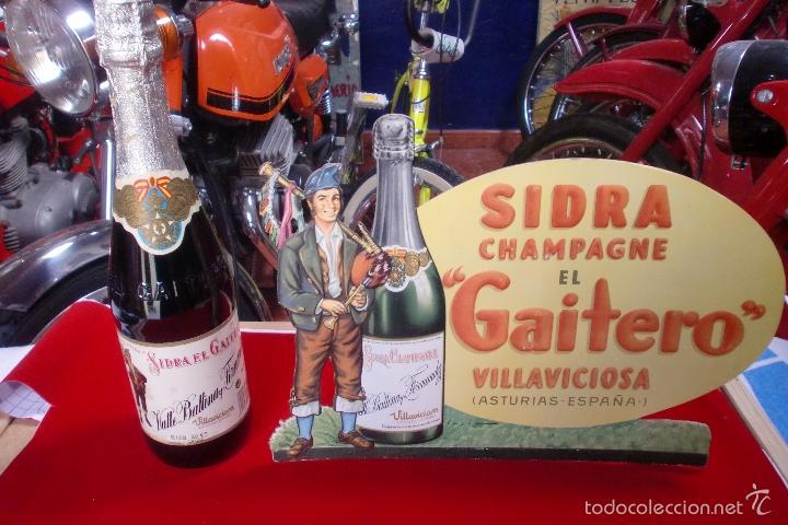 SIDRA EL GAITERO CARTEL TROQUELADO EN CARTON + BOTELLA (Coleccionismo - Carteles Pequeño Formato)