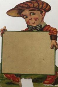 Antiguo cartel de cartón troquelado niño con gorra y pajarita 28,8x19,7 cm