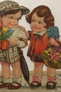 Antiguo cartel de cartón troquelado niños con flores 15,7x13,7 cm