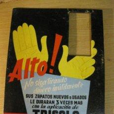 Coleccionismo de carteles: ANTIGUO CARTEL PUBLICIDAD APLICACION TRISOLA PARA ZAPATOS . CARTON DURO 25 /18CM ZAPATERO. Lote 162825726