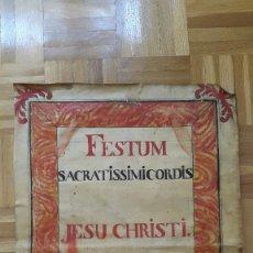Coleccionismo de carteles: HOJA EN LATIN EN PIEL DE VACA (CREO) 1885 - FESTUM SACRATISSIMICORDIS JESU CHRISTI HYMNUS - VER. Lote 175746580