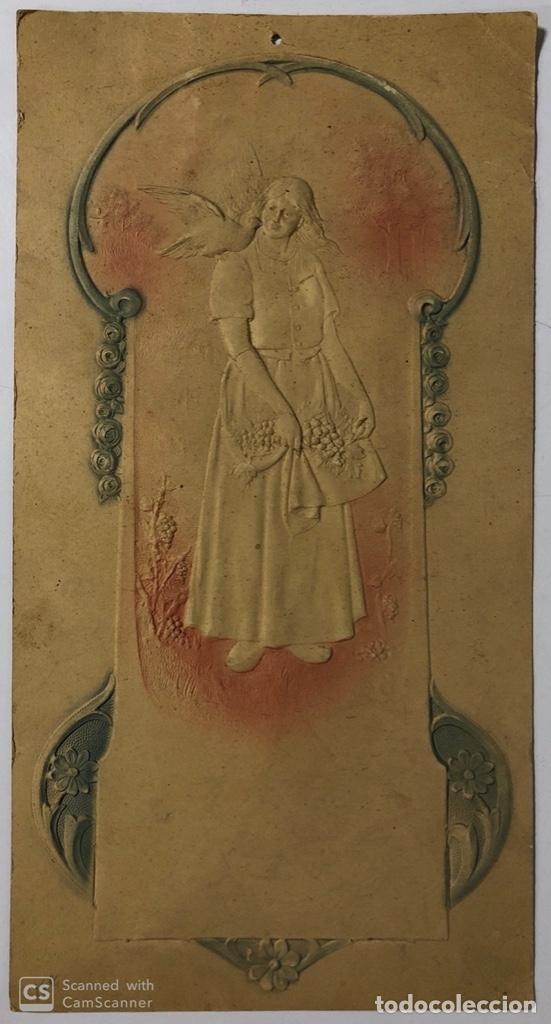CARTEL DE CARTON TROQUELADO MODERNISTA. MUJER. (Coleccionismo - Carteles Pequeño Formato)