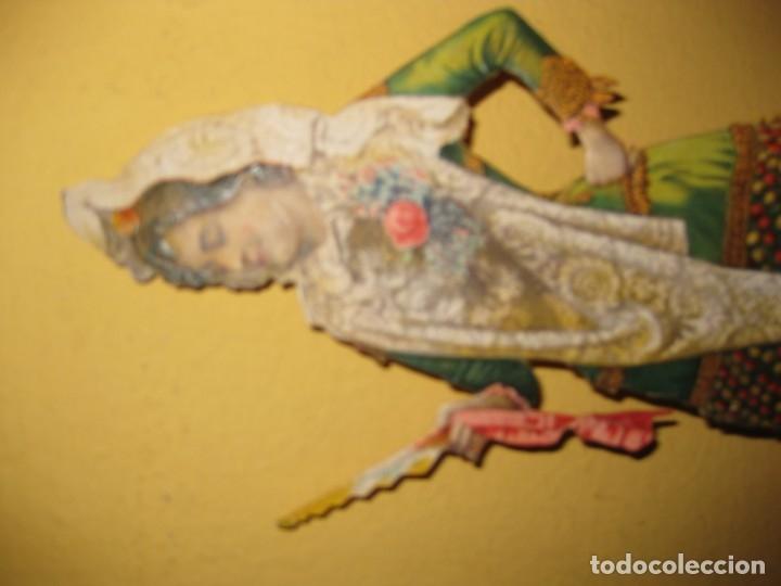 Coleccionismo de carteles: cartel troquelado display de mostrador para publicidad mujer vestido mantilla abanico en carton - Foto 3 - 181196726