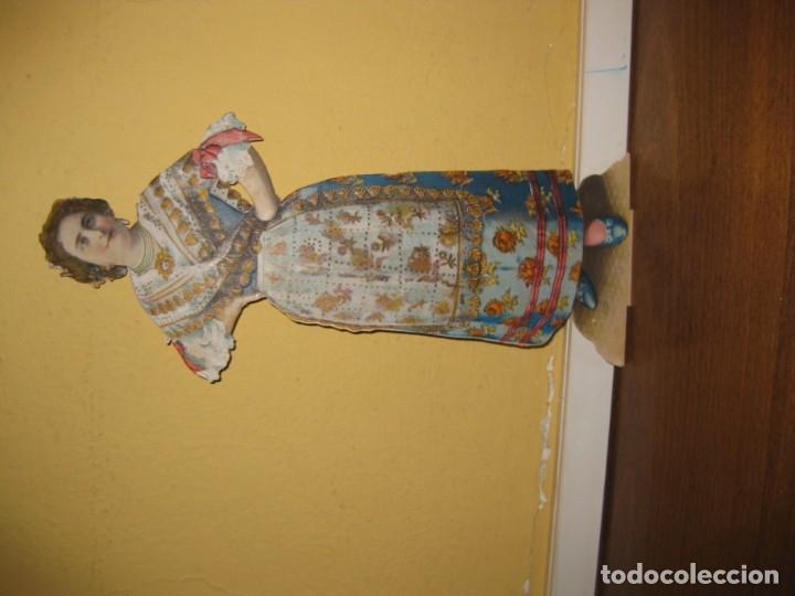 Coleccionismo de carteles: cartel troquelado display de mostrador para publicidad mujer vestido principios sXX en carton - Foto 2 - 181198265