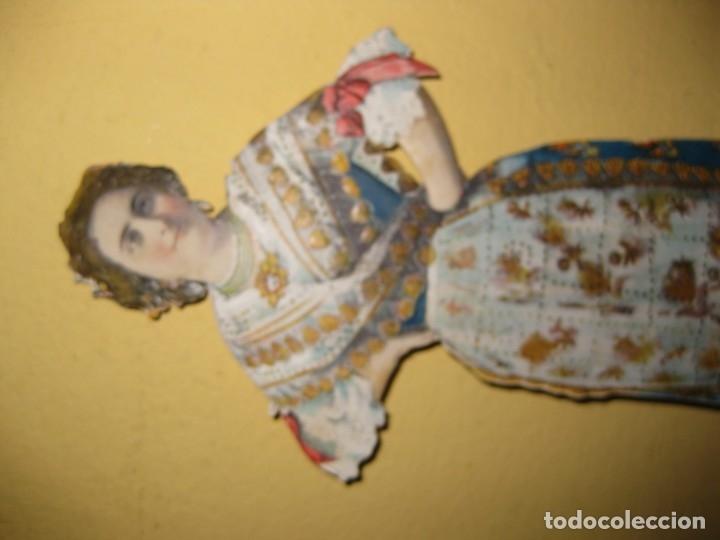 Coleccionismo de carteles: cartel troquelado display de mostrador para publicidad mujer vestido principios sXX en carton - Foto 3 - 181198265