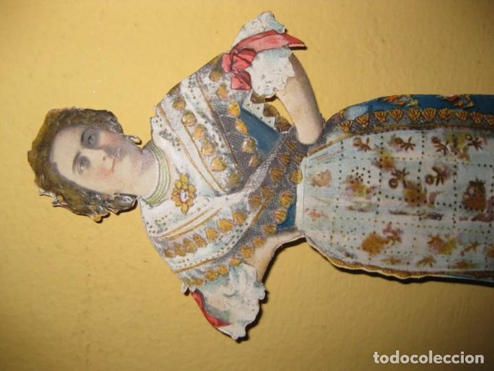 Coleccionismo de carteles: cartel troquelado display de mostrador para publicidad mujer vestido principios sXX en carton - Foto 4 - 181198265