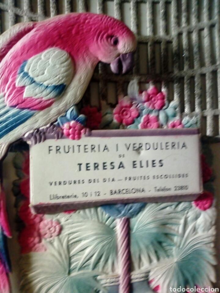 Coleccionismo de carteles: Cartel publicidad TROQUELADO CON REPISA d fruteria TERESA ELIAS - C.LIBRERIAS D BARCELONA - Foto 2 - 200315680
