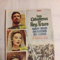 Coleccionismo de carteles: LOS CABALLEROS DEL REY ARTURO FOLLETO DE MANO ANTIGUO PROGRAMA DE CINE. Lote 194738493