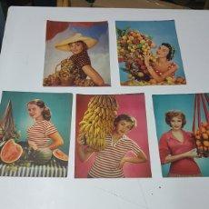 Colecionismo de cartazes: LOTE CINCO FOTOS EN PAPEL DE MODELOS CON FRUTAS DE LOS AÑOS 50 DE 17X21,5 CM. Lote 196017206