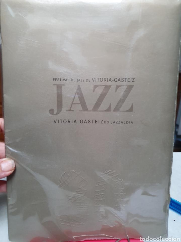 Coleccionismo de carteles: FESTIVAL DE JAZZ DE VITORIA. REPRODUCCION DE CARTELES. 1977-2006. - Foto 2 - 202811856