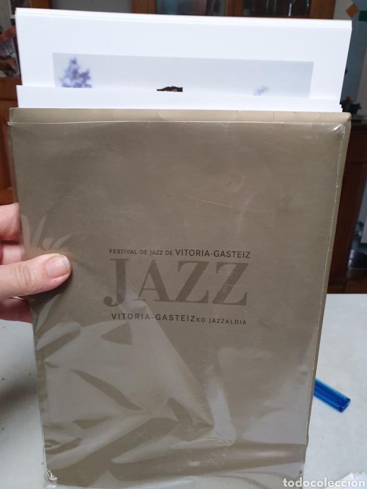FESTIVAL DE JAZZ DE VITORIA. REPRODUCCION DE CARTELES. 1977-2006. (Coleccionismo - Carteles Pequeño Formato)