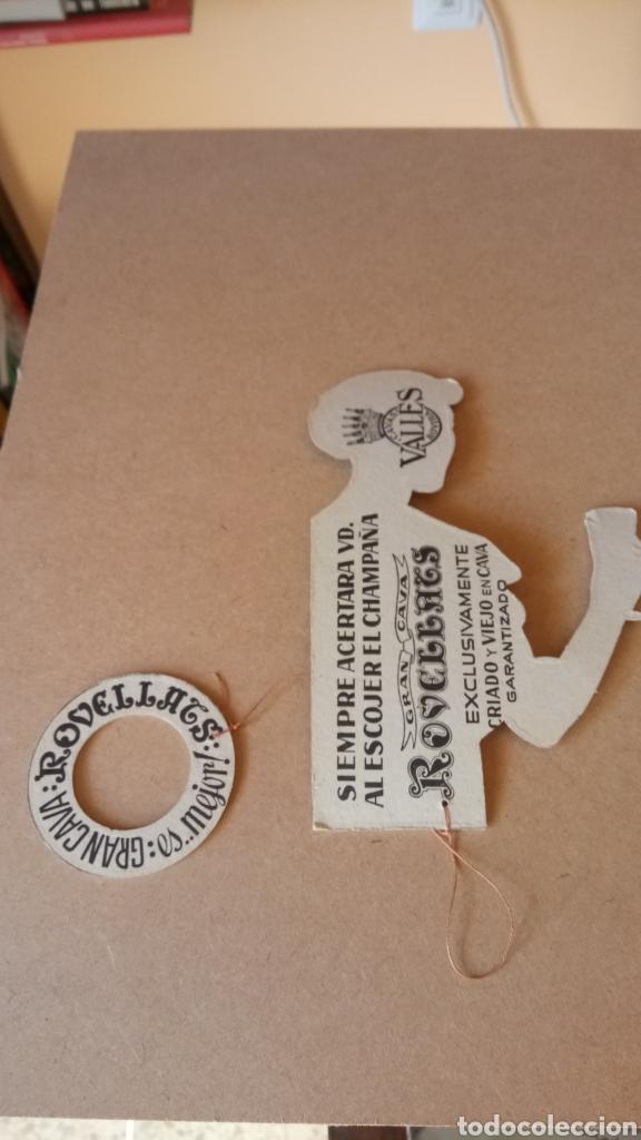 Coleccionismo de carteles: CARTEL DE CARTÓN DURO TROQUELADO DE GRAN CAVA ROVELLATS. - Foto 2 - 209399315